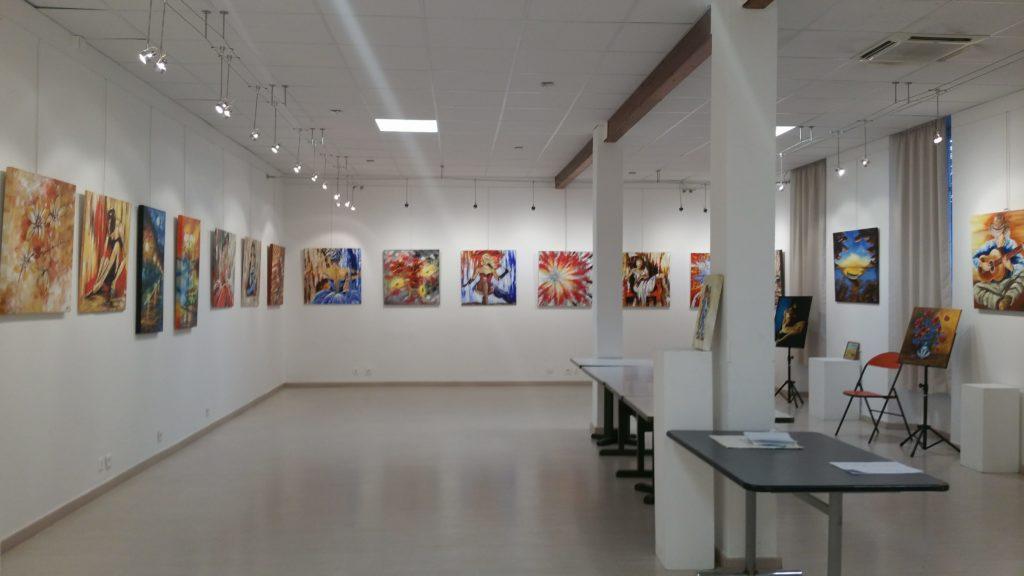 Mur d'exposition de la galerie Bontemps à Gardanne