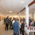 La galerie bontemps remplie de personnes venuent admirer le travail de Marianne Blanc