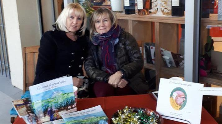 Marianne Blanc et Christine Bertrand devant leur stand